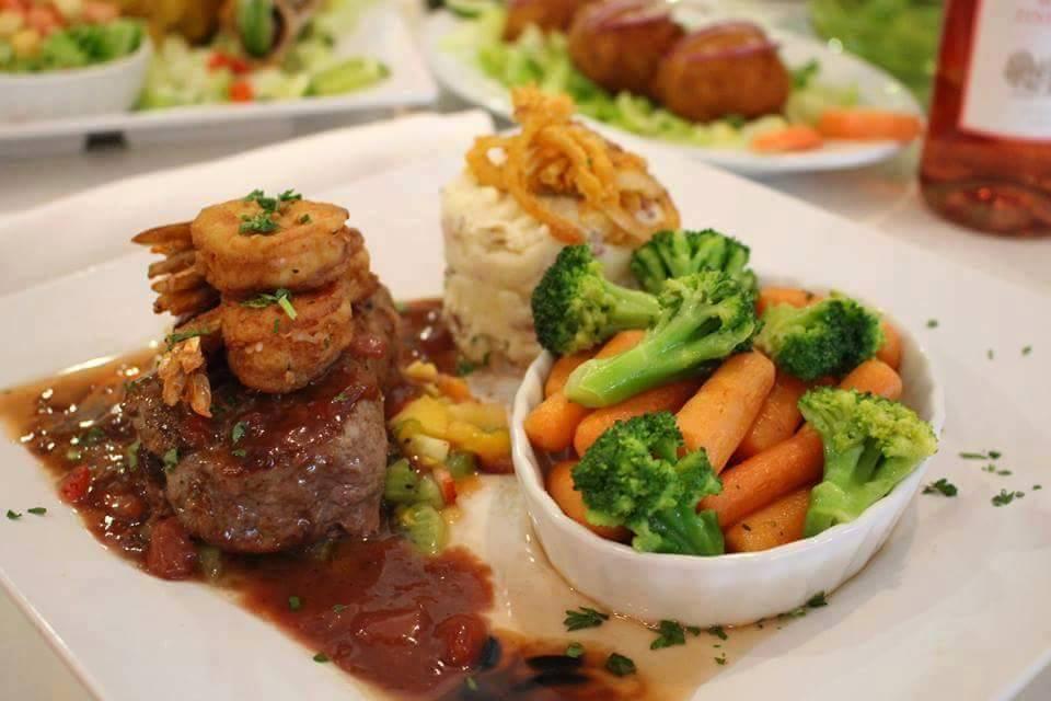 Platos de Campo Bravo Restaurant
